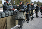 Soldiers of the Ukrainian National Guard get winter uniforms