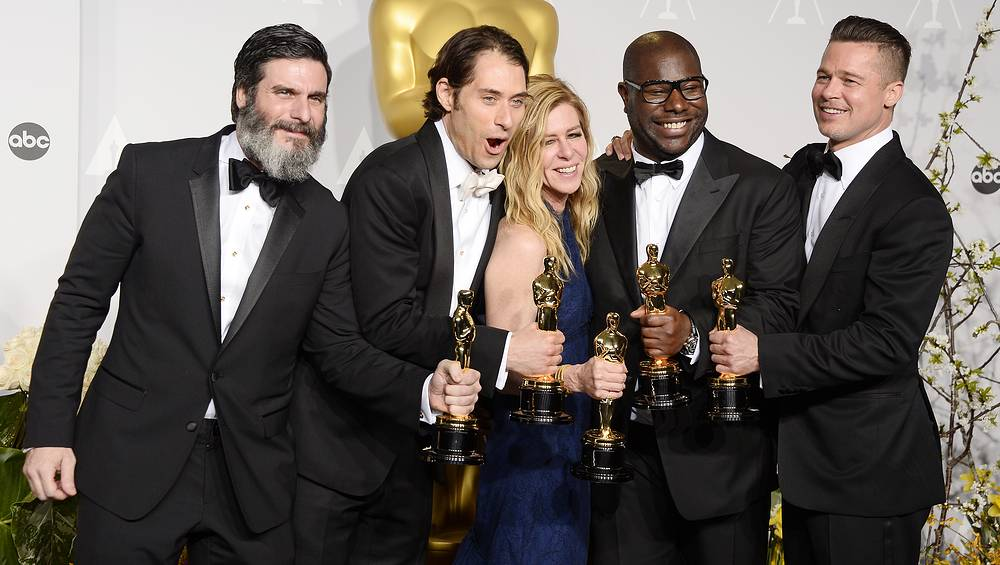 US producers Anthony Katagas, Jeremy Kleiner, Dede Gardner, British director Steve McQueen and US producer Brad Pitt hold their Best Picture Oscars for '12 Years a Slave'