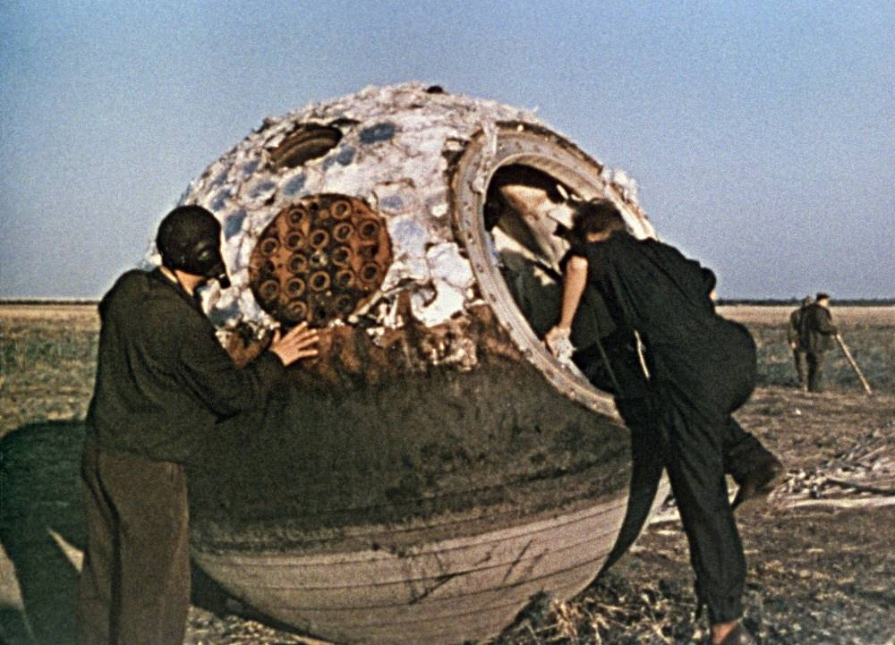 A search group finds landing section after Tereshkova's mission