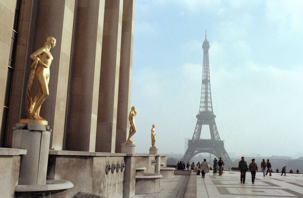 On the first and second levels of the Eiffel Tower there are restaurants, on the third - there's a viewing point. Photo: Eiffel Tower in 1982