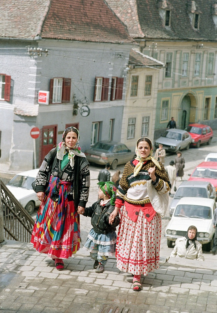 Romani clothes are very colourfull. Usually, women wear long skirts and dresses, and a lot of jewelry