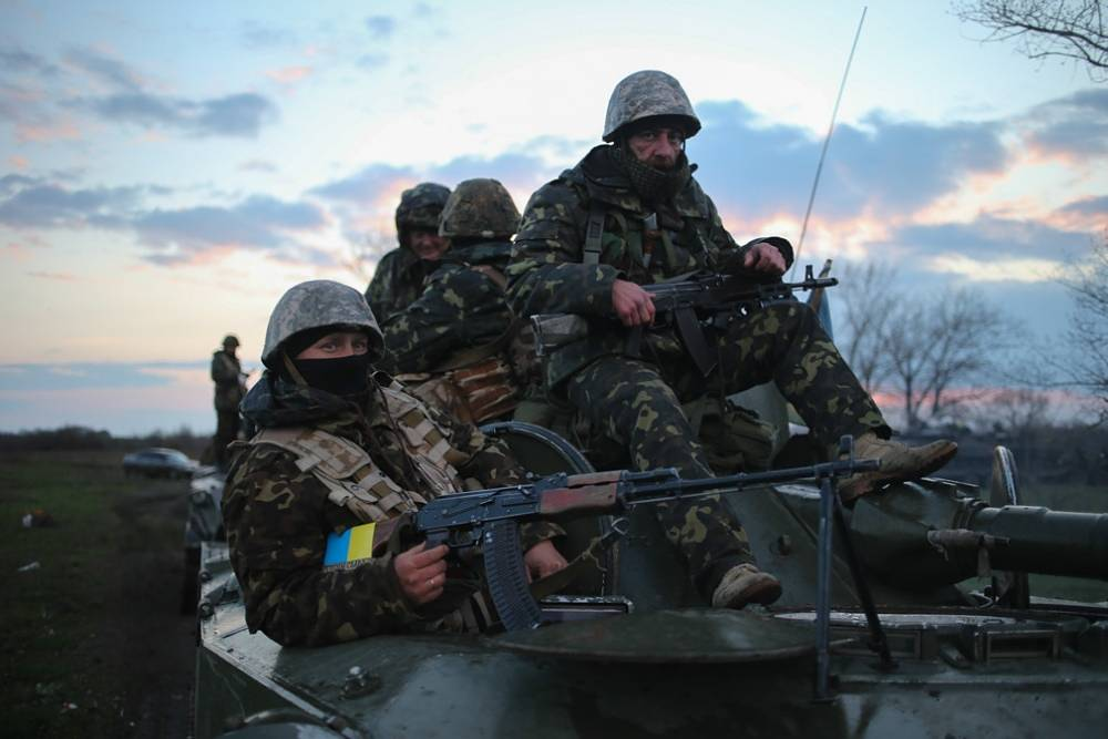 Ukrainian army stationed tanks outside Sloviansk