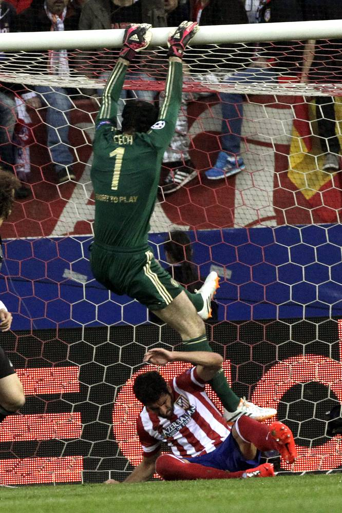 Chelsea's Czech goalkeeper Petr Cech jumps over Atletico Madrid's midfielder Raul Garcia
