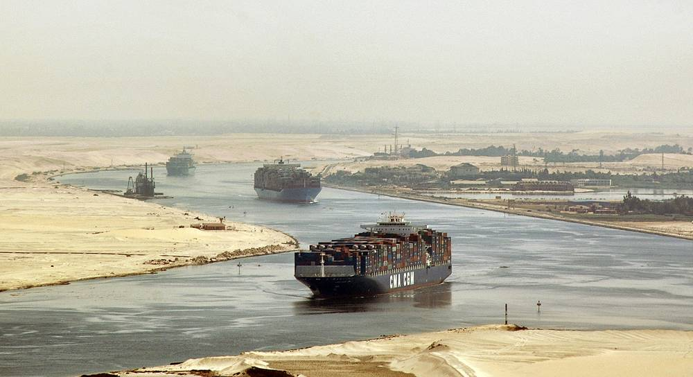 Over 17,000 vessels pass through the canal yearly. Photo: cargo ships sail through the Suez Canal
