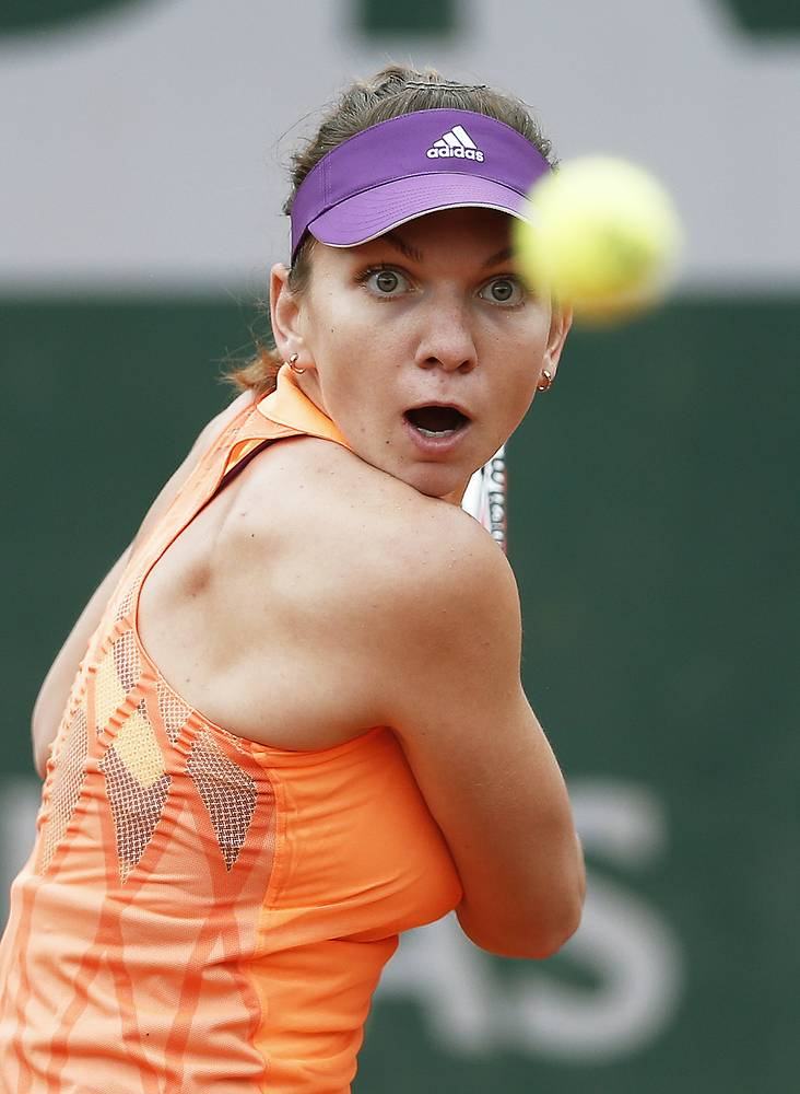 In the second round Simona Halep beat Britain's Heather Watson 6-2 6-4