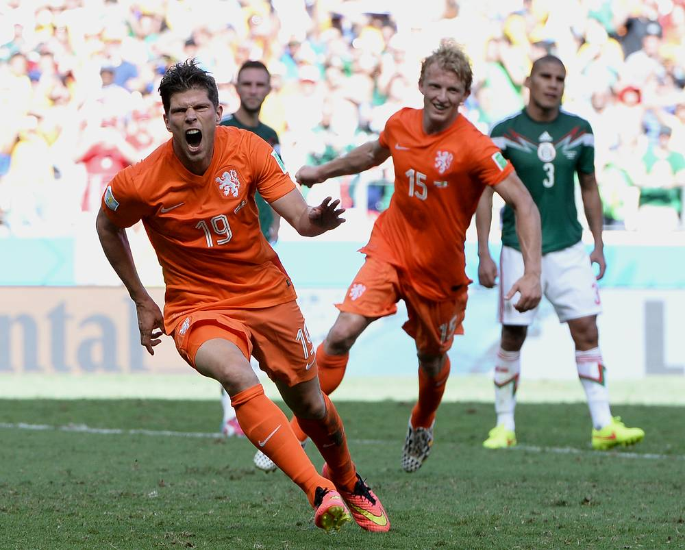 Klaas-Jan Huntelaar (L) of the Netherlands celebrates his goal