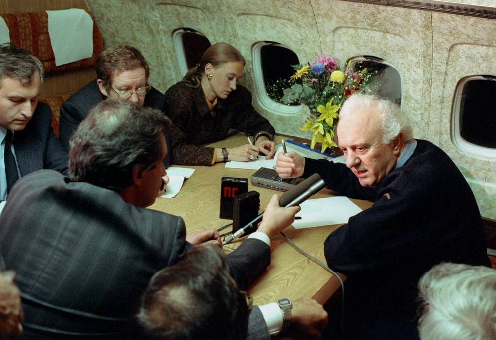 Eduard Shevardnadze gives an interview in 1990