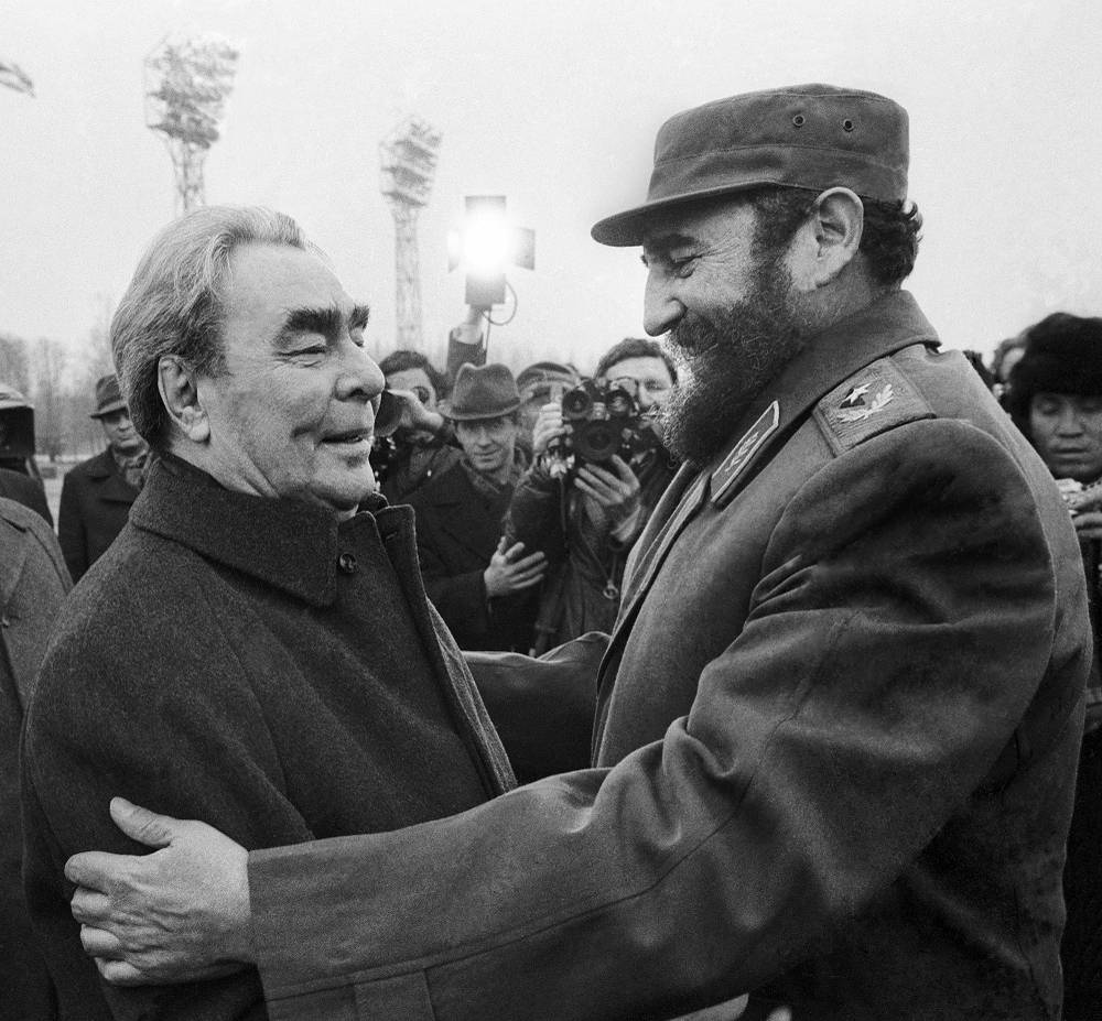 Soviet leader Leonid Brezhnev meets Fidel Castro at a Moscow airport in 1977