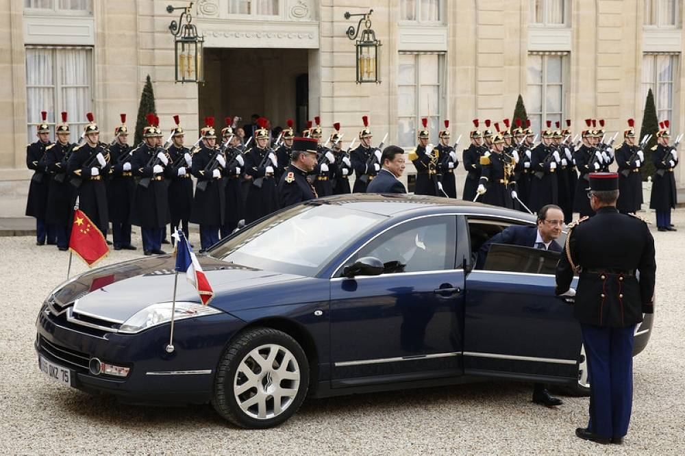 French President Francois Hollande changed an armoured Renault Vel Satis to a Citroen