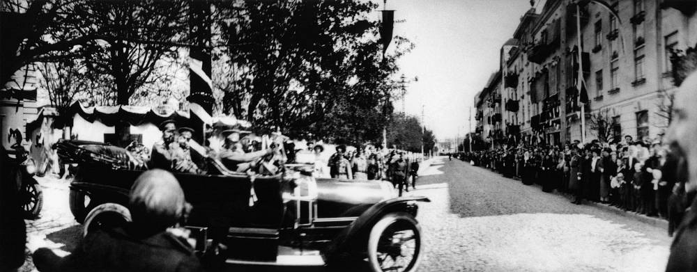 The car fleet of the last Emperor of Russia Nicholas II in 1913 had 29 vehicles and in 1917 there were 46. Emperror's main car was a French Delaunay-Belleville SMT. Photo: Nikolai II in Crimea