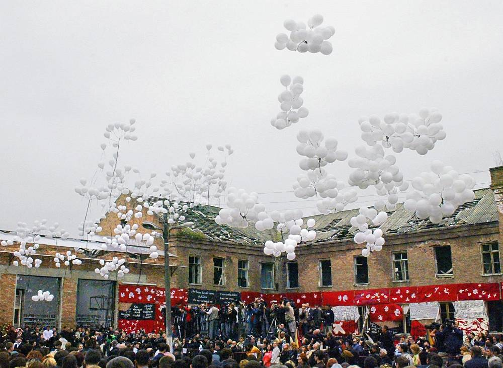 On September 4, 2005, after a minute's silence, 330 baloons, a number equal to the number of victims, were released into the air