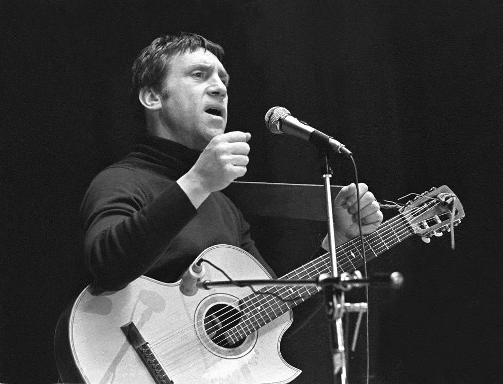 Poet, singer and actor Vladimir Vysotsky performing in Yaroslavl, 1979