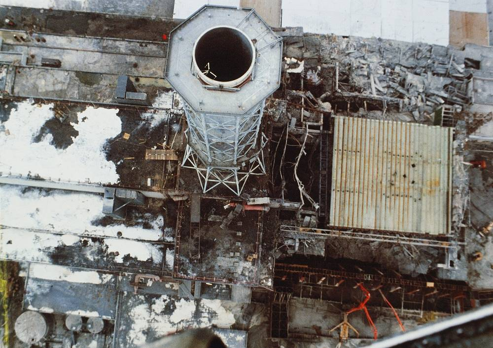 Chernobyl NPP. Construction of a case over the fourth energy unit, 1986