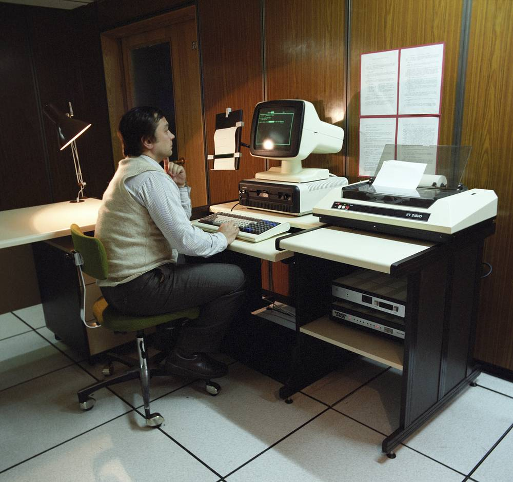 """The working place of a data bank """"Info-TASS"""" operator, 1988"""