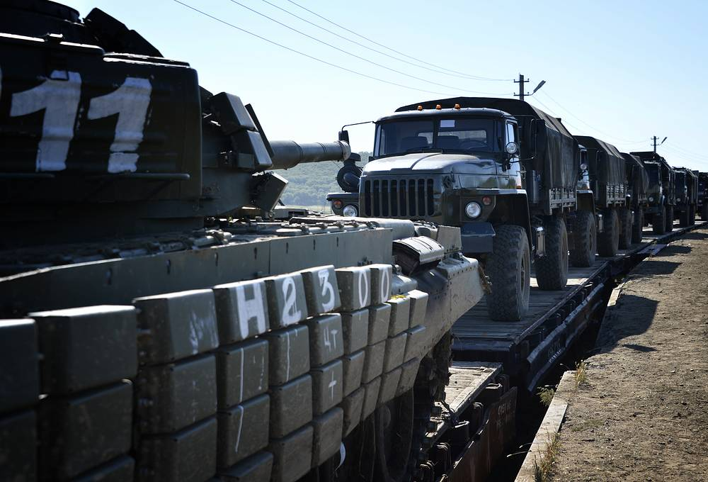 This is not the first checkup of the operational readiness of troops of a military district since the beginning of 2014.