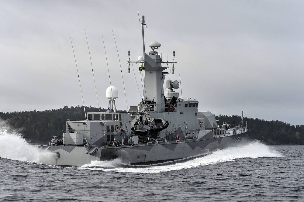 Sweden's biggest submarine hunt since the last days of the Soviet Union has put countries around the Baltic Sea on edge. Photo: Swedish corvette HMS Stockholm patrols Jungfrufjarden in the Stockholm archipelago, Sweden, October 20, 2014