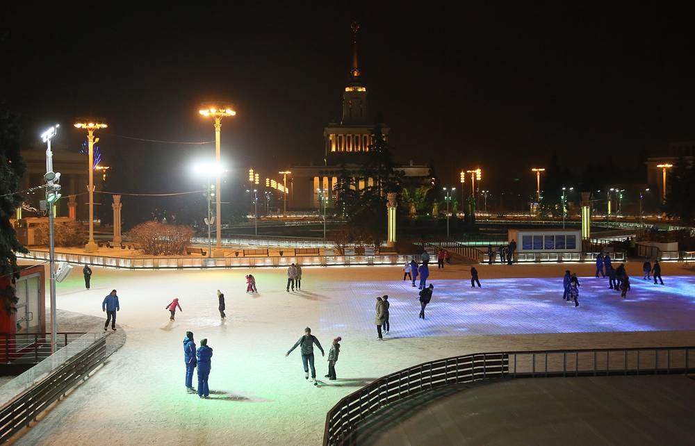 On November 28, the world's largest outdoor artificial ice skating rink opens at Moscow's VDNKh exhibition center
