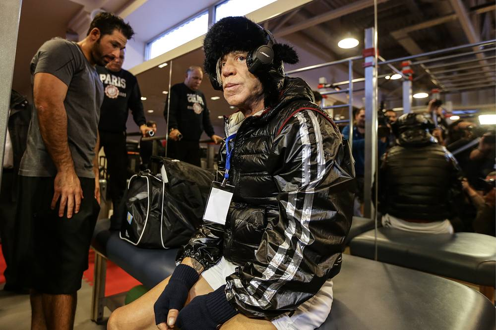 Photo: Hollywood actor Mickey Rourke during an open boxing training session