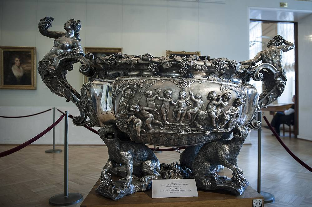 Wine cooler by Charles Frederick Kandler I on display at the State Hermitage Museum
