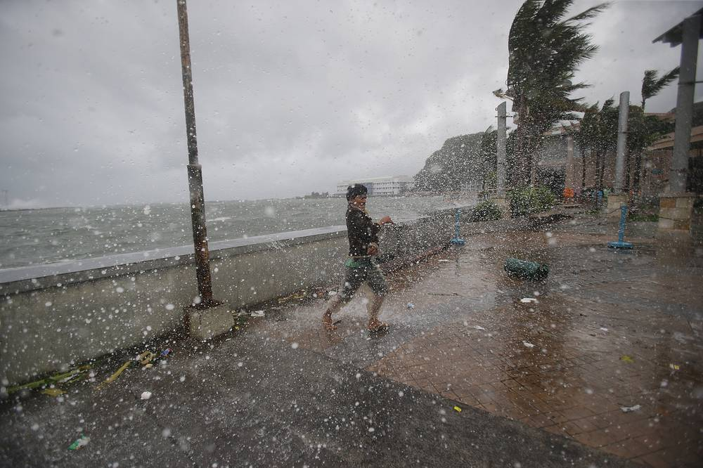 """Hagupit means """"lash"""" in Filipino. Photo: Strong winds and rain from Typhoon Hagupit hit shore in Legazpi, eastern Philippines, December 7, 2014"""