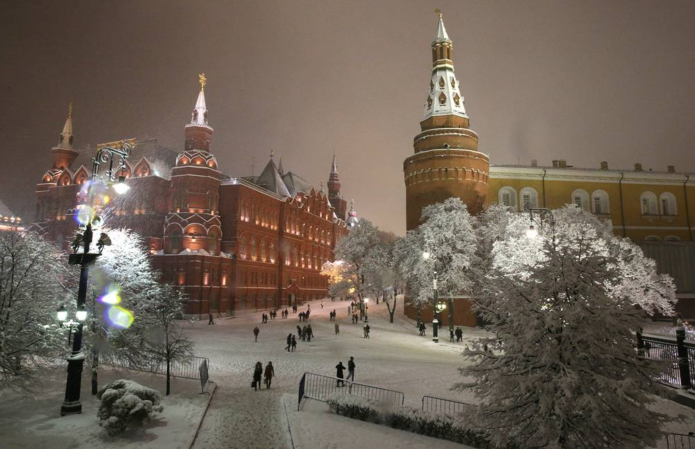 The first significant snowfall hit the Russian capital on December 10. Photo: State Historical Museum in Manezhnaya Square, central Moscow