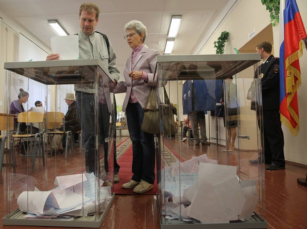 "Chapter 8. Local self-Government. ""The structure of local self-government bodies shall be determined by the population independently"". Photo: Single voting day in Russia, 14 September 2014"
