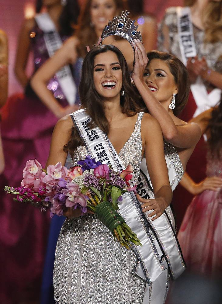 Miss Colombia Paulina Vega is crowned Miss Universe 2014 by Miss Universe 2013 Gabriela Isler of Venezuela