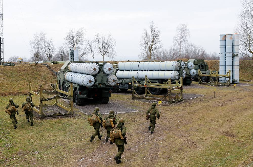 Combat units operating S-300 air defense missile systems