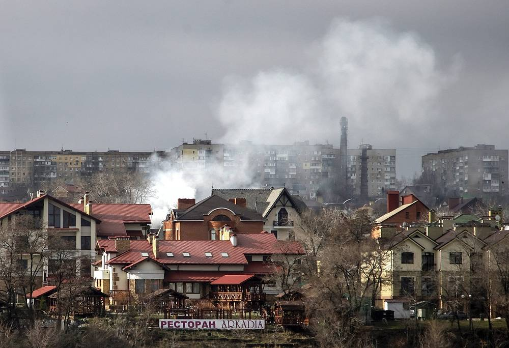 A power line was also damaged, the whole residential area was left without power supply. Photo: Smoke rising above buildings after shelling in Donetsk