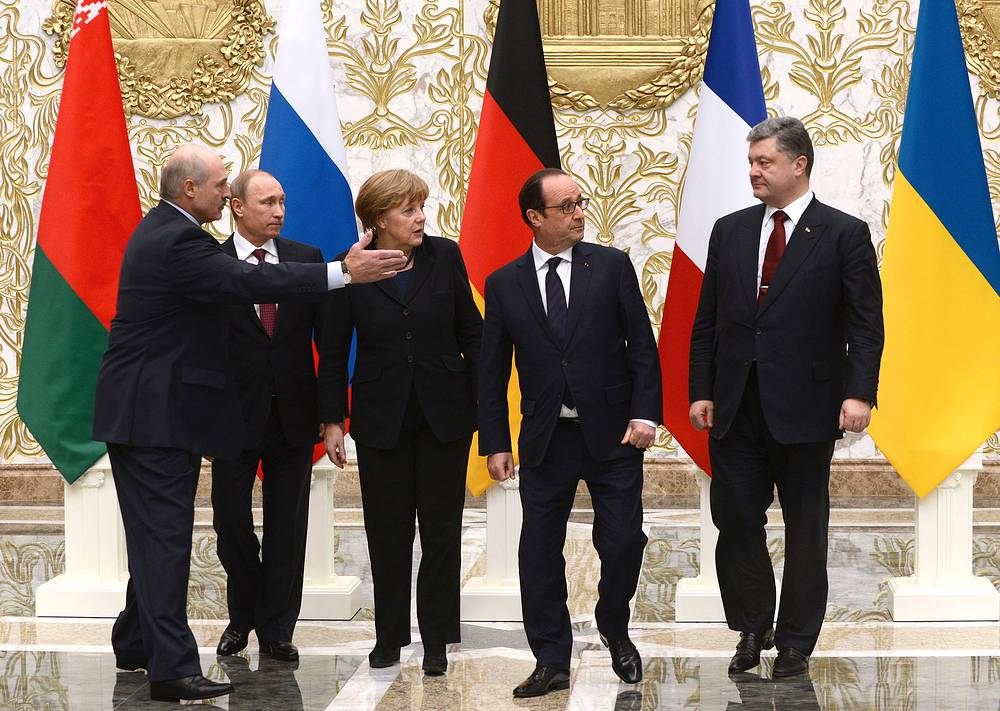 Belarus' president Alexander Lukashenko, Russia's president Vladimir Putin, Germany's chancellor Angela Merkel, France's president Francois Hollande and Ukraine's president Petro Poroshenko during Normandy format Ukraine peace talks at the Palace of Independence in Minsk