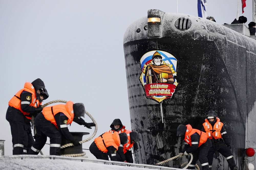 The submarines displace 24,000 tons, reach speeds of 29 knots (some 54 km per hour), can dive to 450 meters and carry crews of 107 people. Photo: Russia's third Borei-class nuclear-powered submarine Vladimir Monomakh