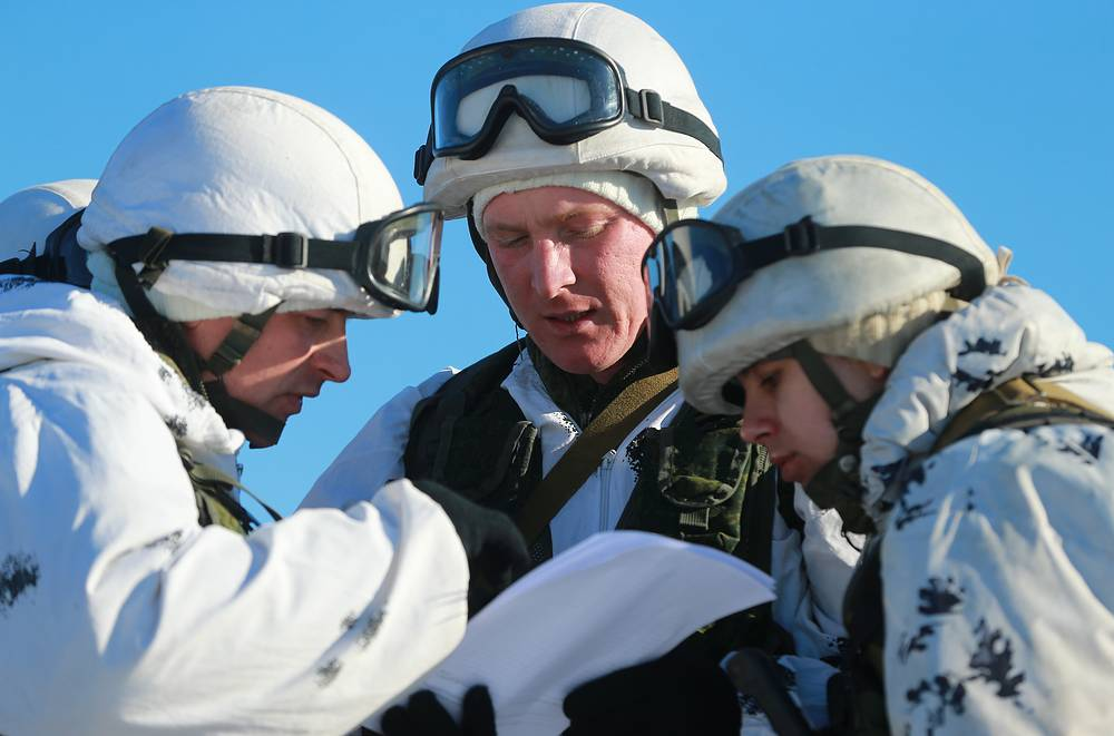 Commanders specifying the area of units' gathering after landing