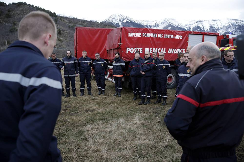 The town with the population of 1,500 people is now receiving more than 350 gendarmes and 300 specialists from of fire and rescue services, numerous officials from ministries and agencies. Photo: Firefighters and members of the emergency services meeting at the rescue center in Seyne-les-Alpes, France