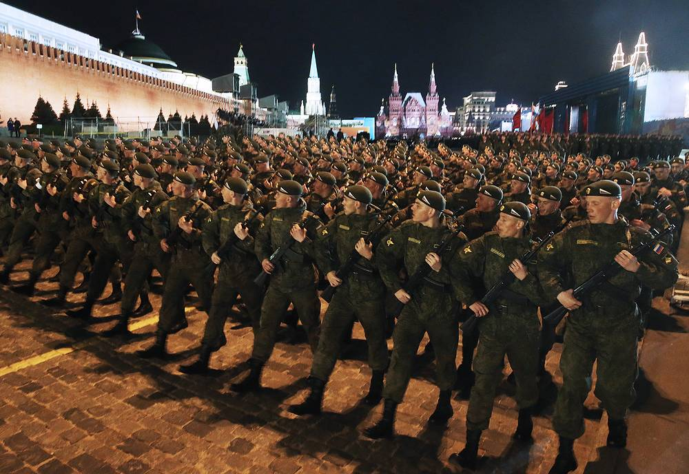 Servicemen rehearsing military parade on Red Square
