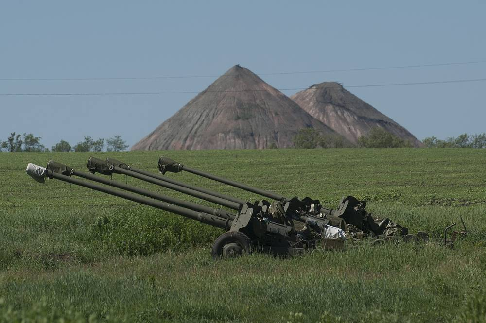Ukrainian howitzers placed at the positions in front of a coal mine near Donetsk
