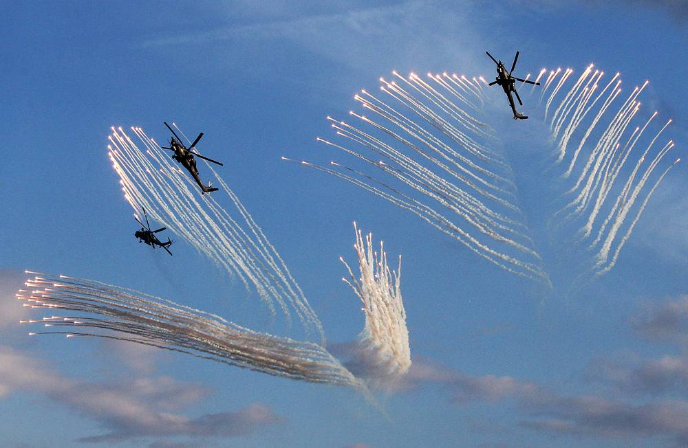 About 40 planes and helicopters were involved in the dynamic display of the technical capabilities of modern aircraft as part of Army 2015 International Military Technical Forum