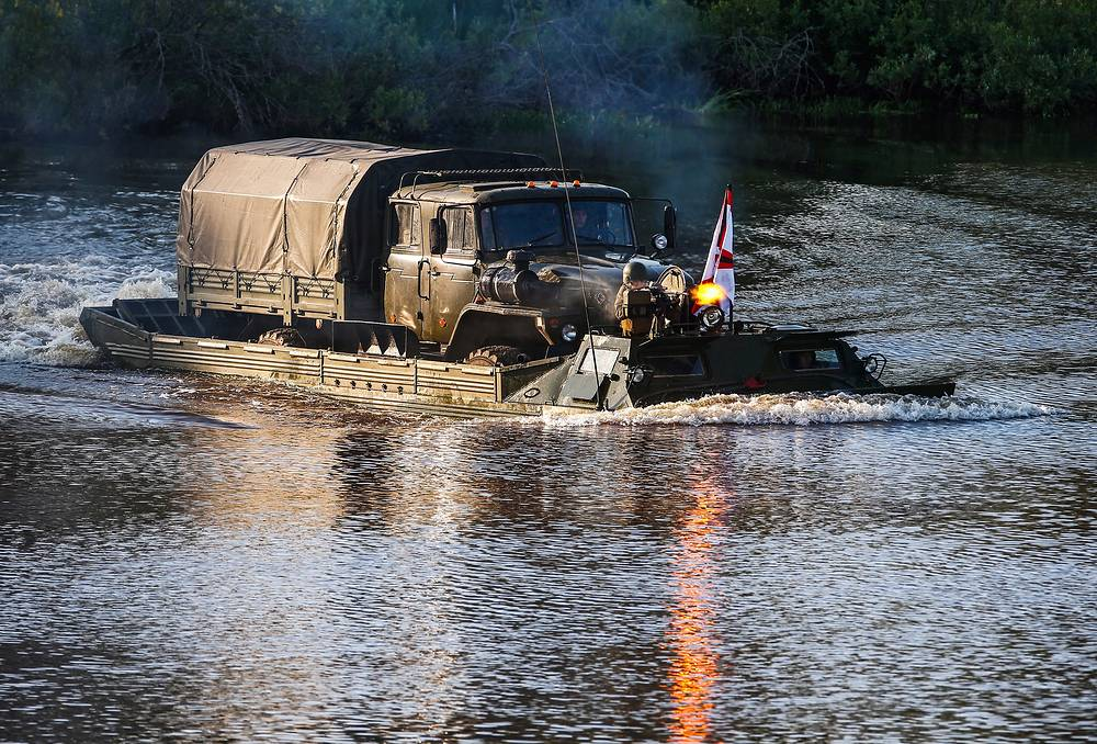 According to the Russian Defence Ministry, the forum will be attended by representatives of the military diplomatic corps from more than 100 countries. Photo: Russian military vehicle is transported on a special amphibious vehicle across a river at the Army-2015 forum