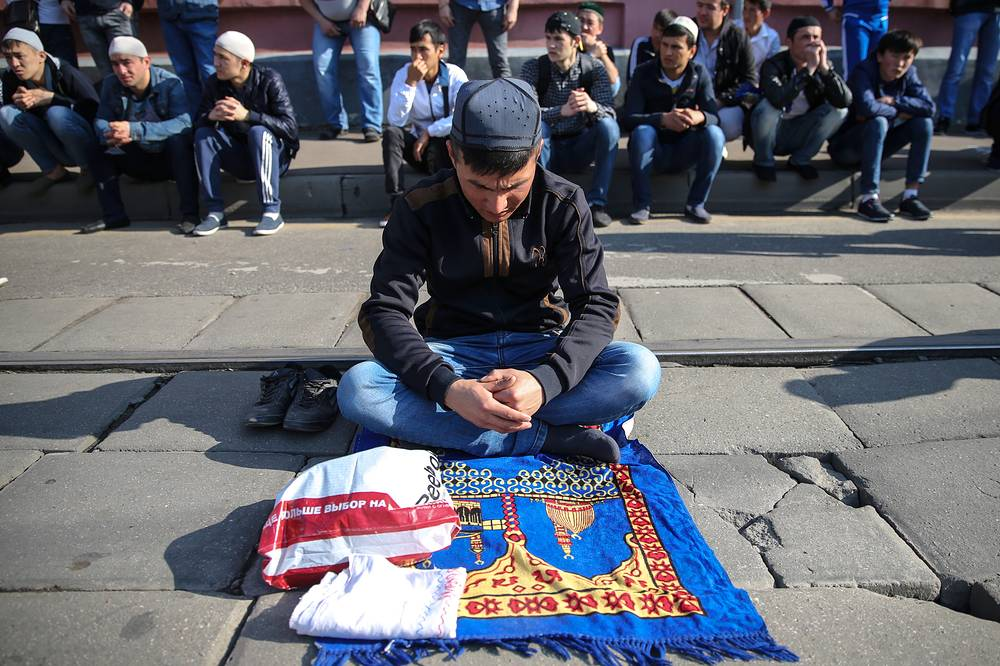 Muslims celebrate in Moscow