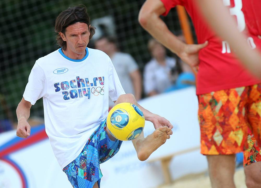 Former captain of the Russian national football team Alexey Smertin took the spot of Zenit FC striker Hulk in the team of Draw's assistants
