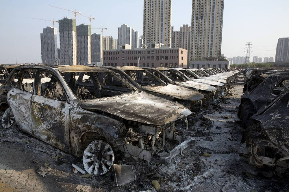 Eyewtinesses said that buildings within a 2km radius had windows blown out, while more than 1,000 cars burned down