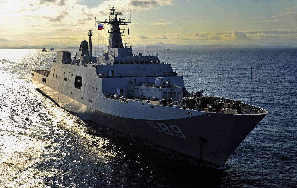 The active phase of Russia-China Joint Sea 2015 military exercises began on August 23 off the coast of Vladivostok, in Russia's Far East. Photo: Chinese Changbaishan landing ship in the Gulf of Peter the Great