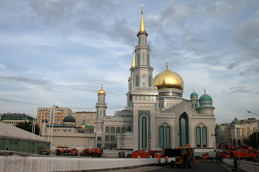 The mosque in Moscow was built back in 1904. A large reconstruction of the mosque began in May, 2005