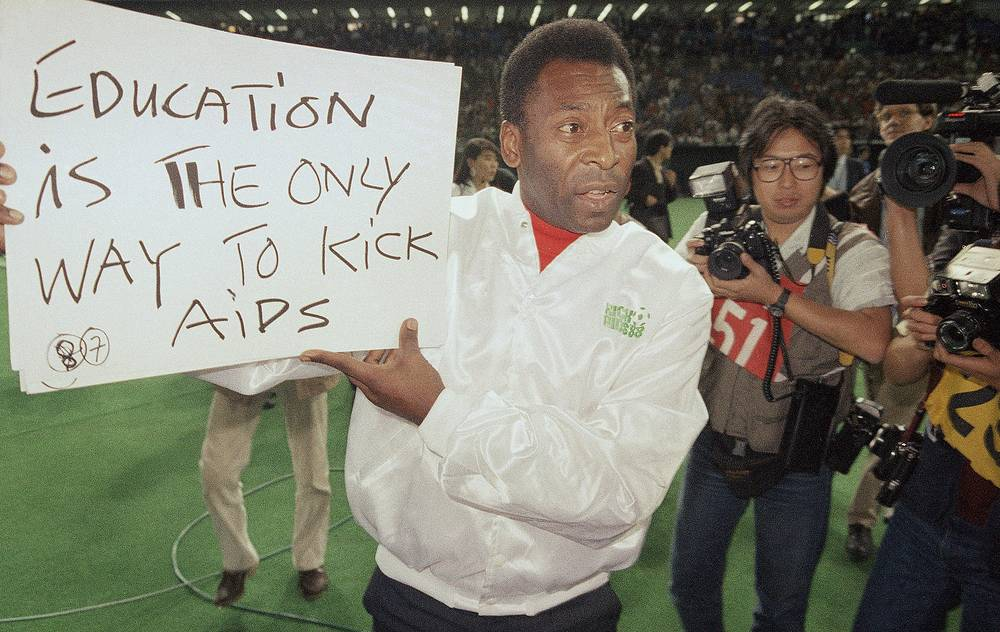 The most notable area of Pele's life since football is his ambassadorial work. Photo: Pele holding a sign of appeal to fight against AIDS, 1988