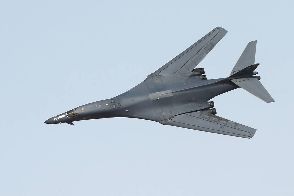 Rockwell International B-1 Lancer supersonic variable-sweep wing heavy strategic bomber