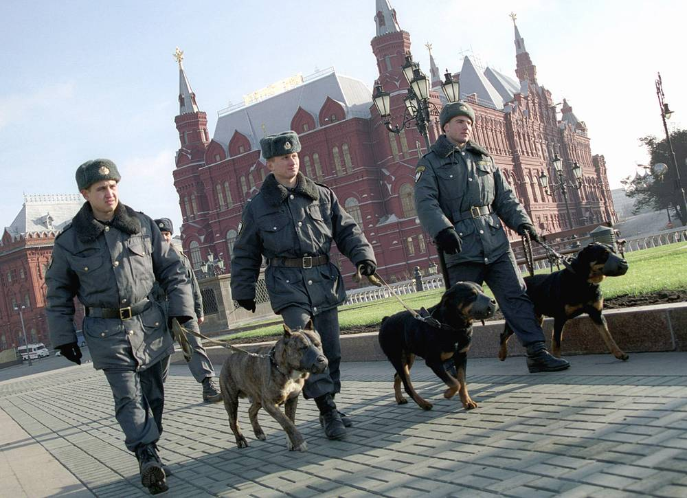 Police officers with service dogs  in Moscow streets, 2003