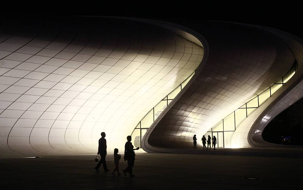 People standing in front the Heidar Aliyev Cultural Centre in Baku, Azerbaijan