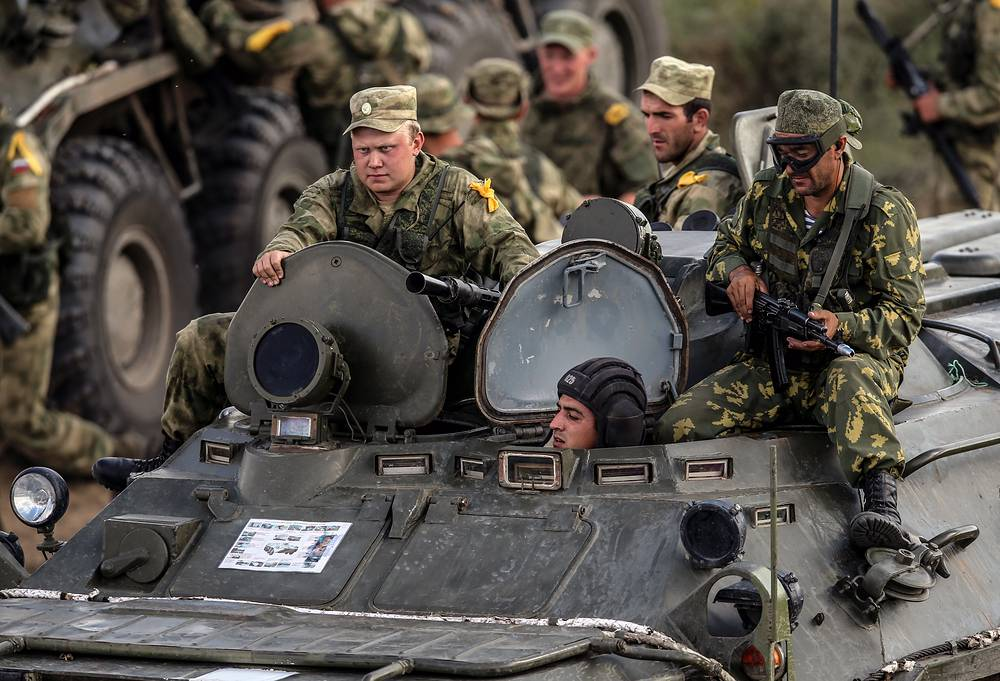 Russian servicemen taking part in Caucasus 2016 strategic drills, at Sernovodsky range