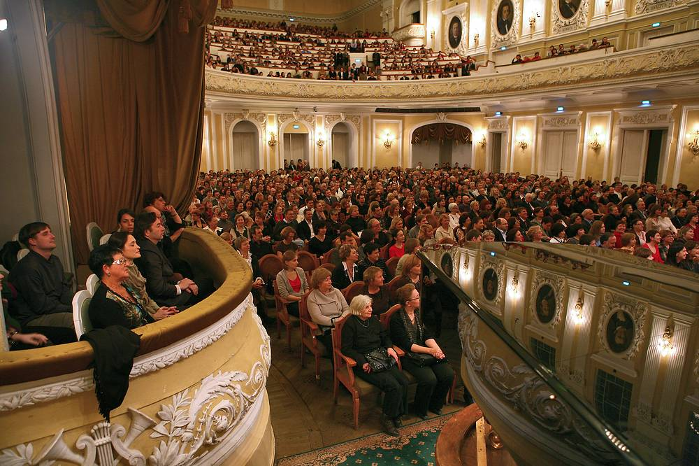 People listen to the premiere of Georgian composer Giya Kancheli's 'Once upon a time' performed by conductor Yuri Bashmet and the Moscow Soloists chamber ensemble at the Moscow Conservatory's Great Hall, 2008