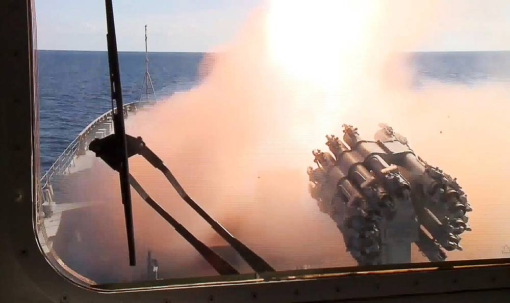 The Admiral Grigorovich frigate fires a Kalibr cruise missile in Syria. The targets include ammunition factories, ammunition and fuel depots, and training centres