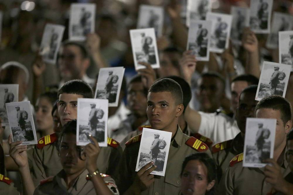 Military cadets with pictures of Fidel Castro